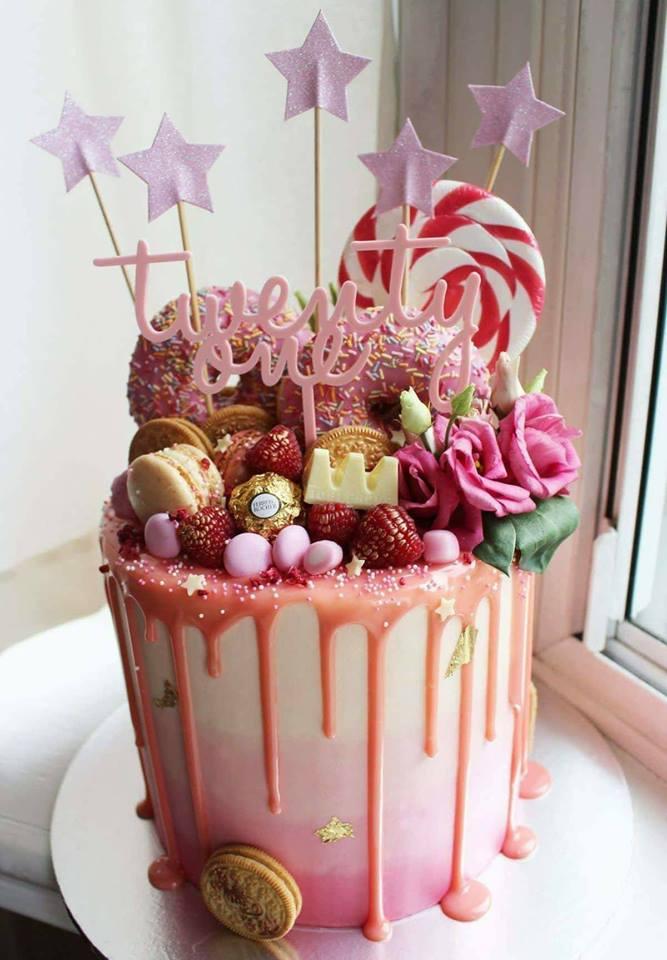 Розова празнична торта