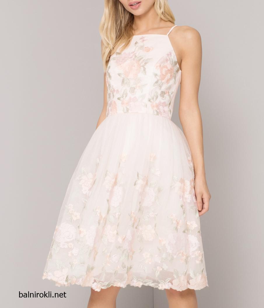 Абитуриентска къса бяла рокля с розови цветя