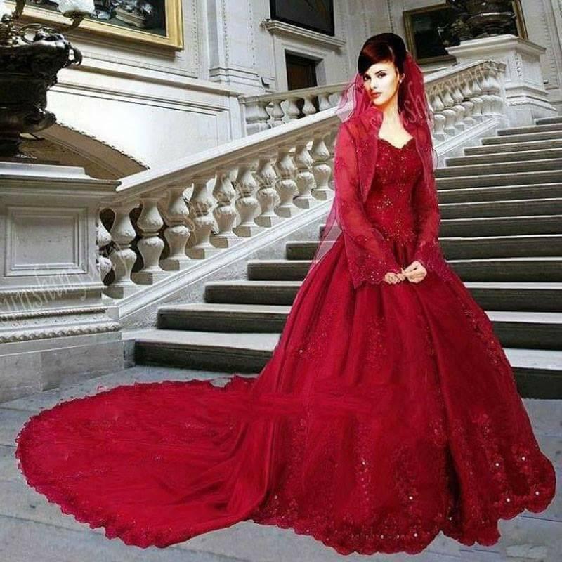 Червени Бални Рокли за Принцеси