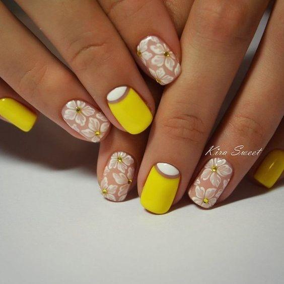 Жълт Маникюр - Жълти Нокти