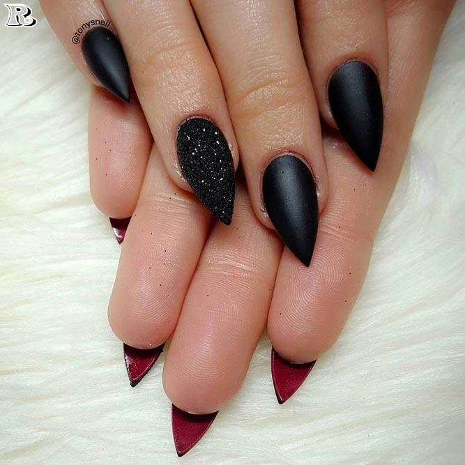 Черен Маникюр с червено