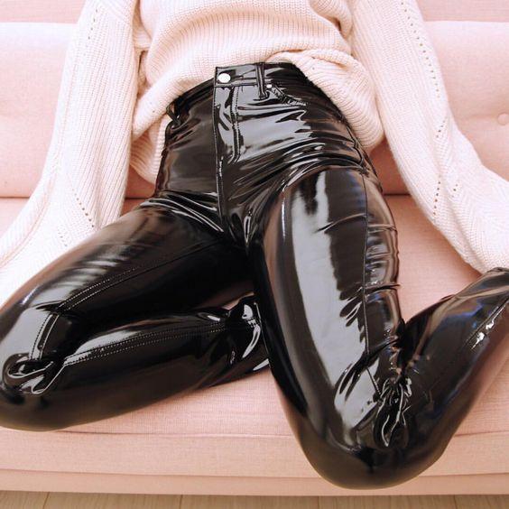 Черен панталон винил