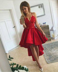 асиметрична червена рокля елегантна