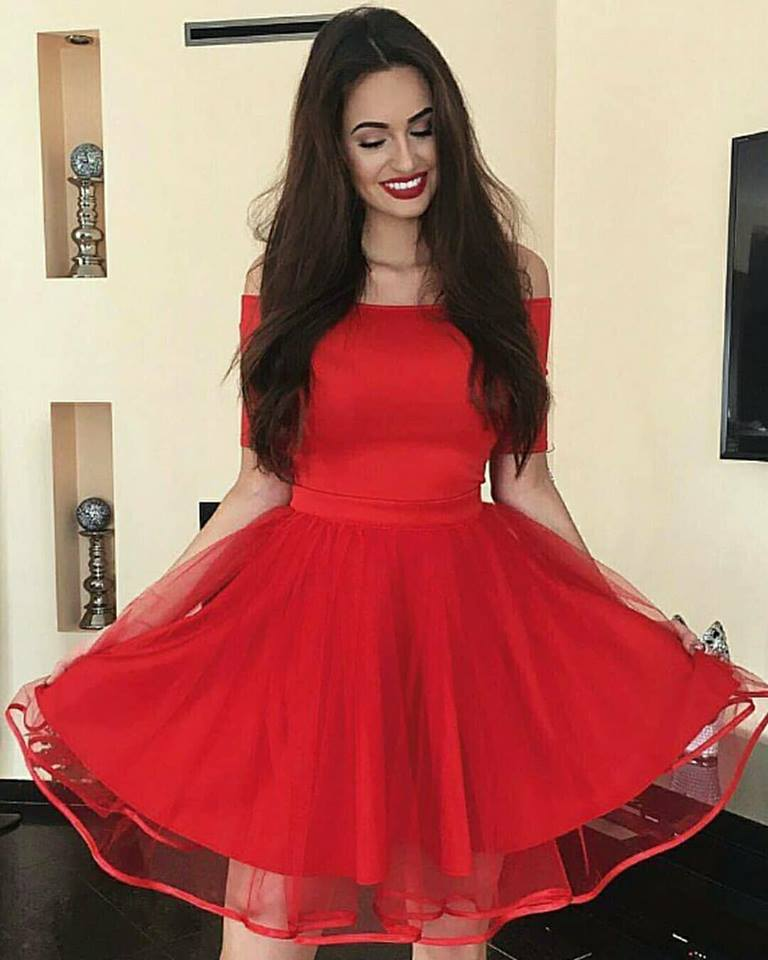 червена къса официална рокля