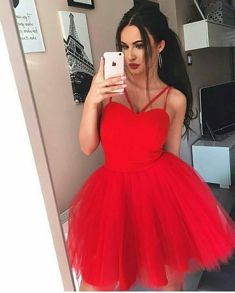 къса червена официална рокля тюл
