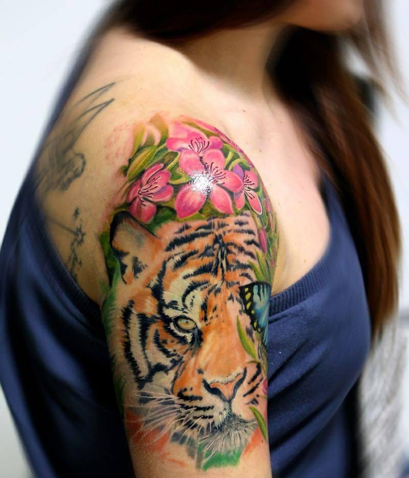 дамска татуировка с тигър на рамото