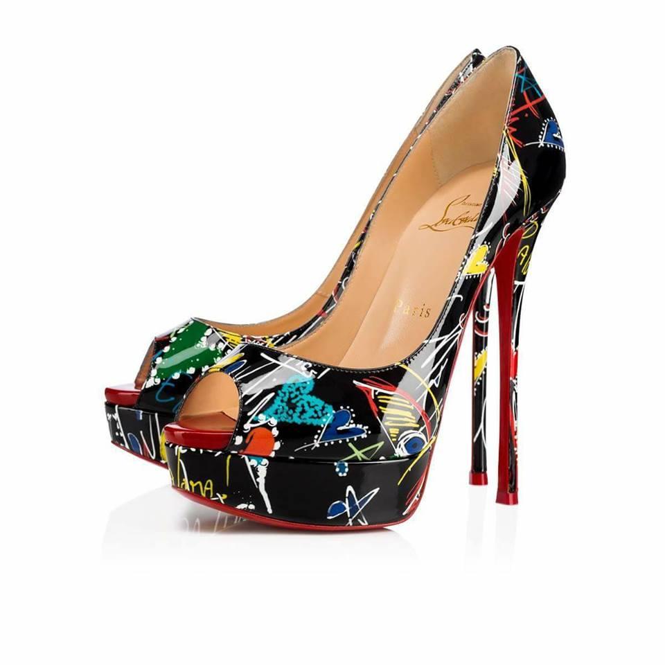 официални обувки с висок ток и цветен принт