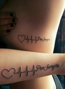 татуировка за влюбени двойки сърце и кардиограма