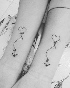 татуировка за влюбени двойки сърце с котва