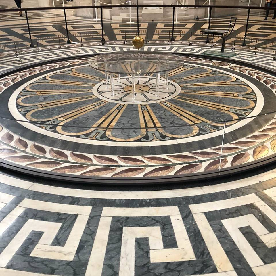 свещен кръг-мозайка