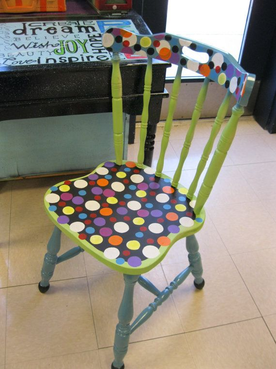 стар стол обновоен с боя