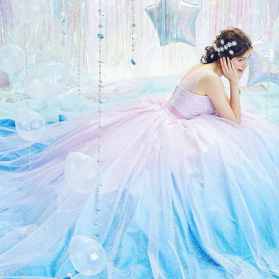 бална рокля с преливащи цветове