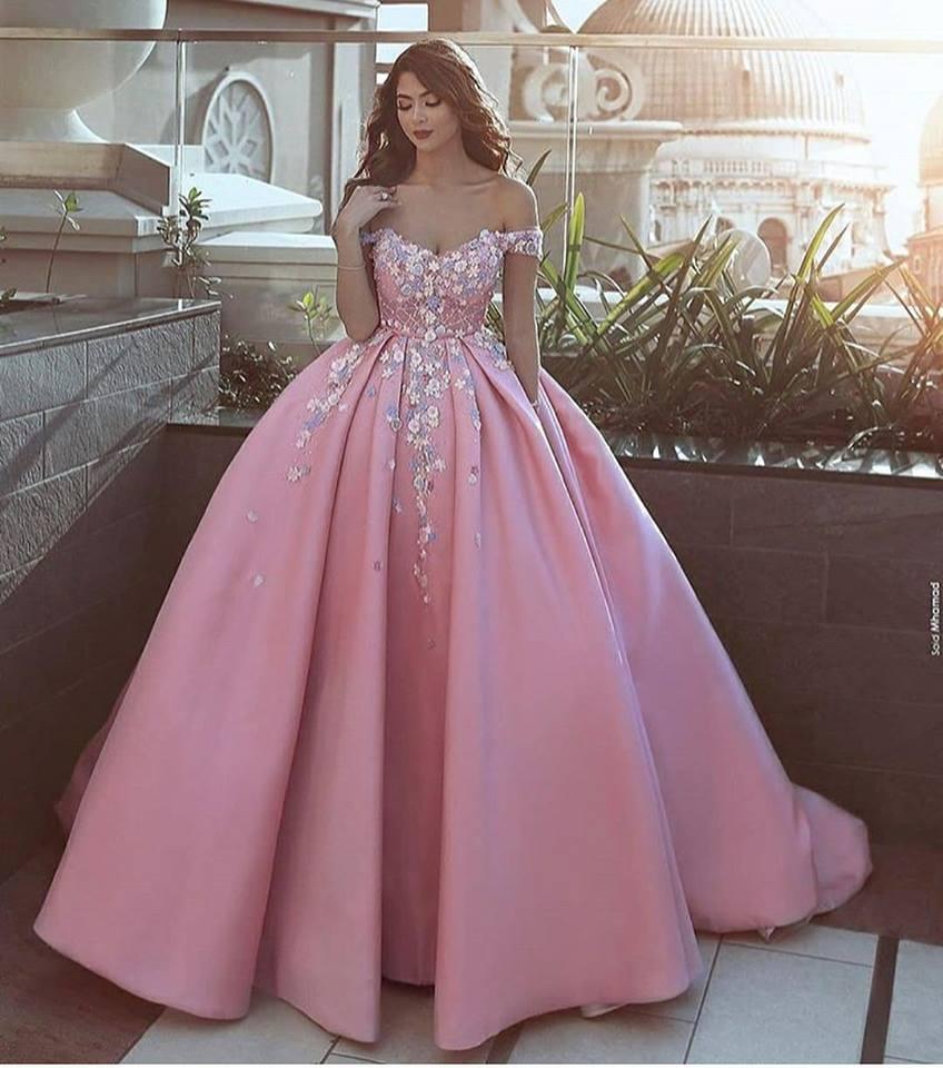 дълга розова бална рокля