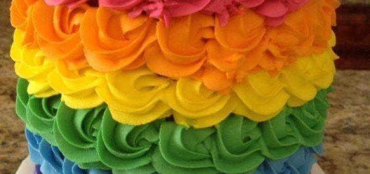 Празнична торта в ярки цветове