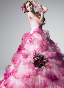 розова дълга бална рокля с флорални декорации