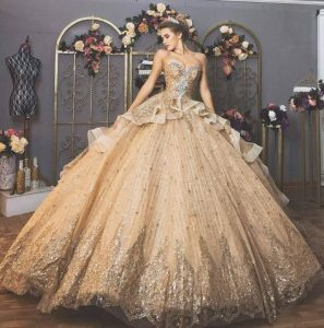 дълга бална рокля с флорални декорации цвят шампанско