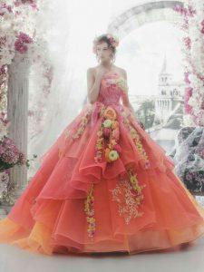 розова бална рокля с флорални декорации
