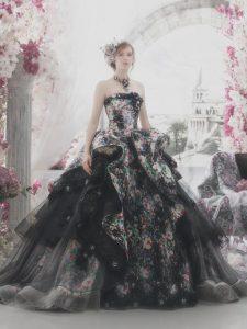 дълга черна бална рокля с флорални декорации