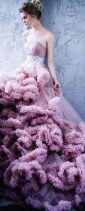 дълга бална рокля с флорални декорации