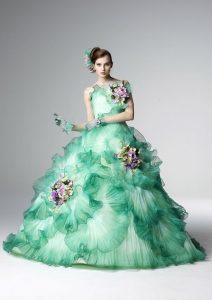 зелена дълга бална рокля с флорални декорации