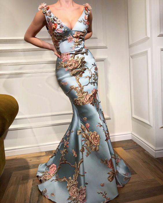 светлосиня бална рокляс флорални бродерии