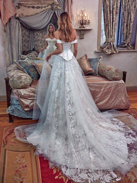 дълга бална рокля цвят шампанско