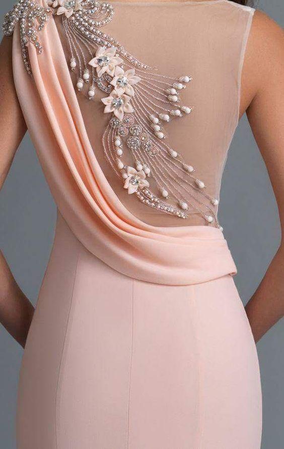 розова дълга рокля за бал с декорации