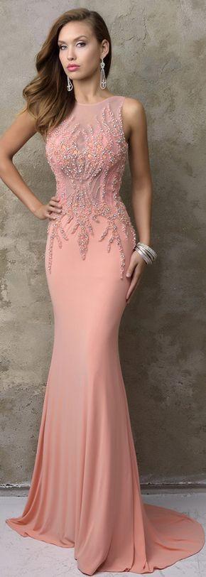 розова бална рокля по тялото с декорации