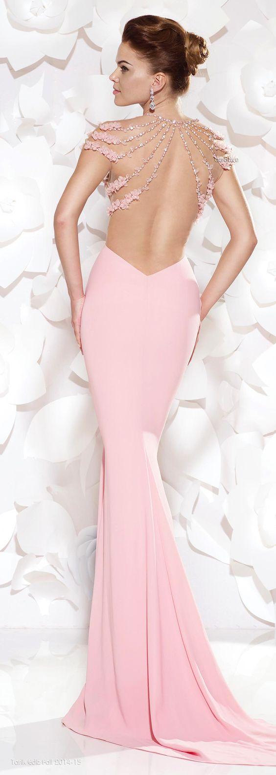 дълга розова бална рокля с гол гръб
