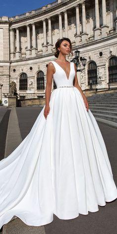 бяла дълга бална рокля