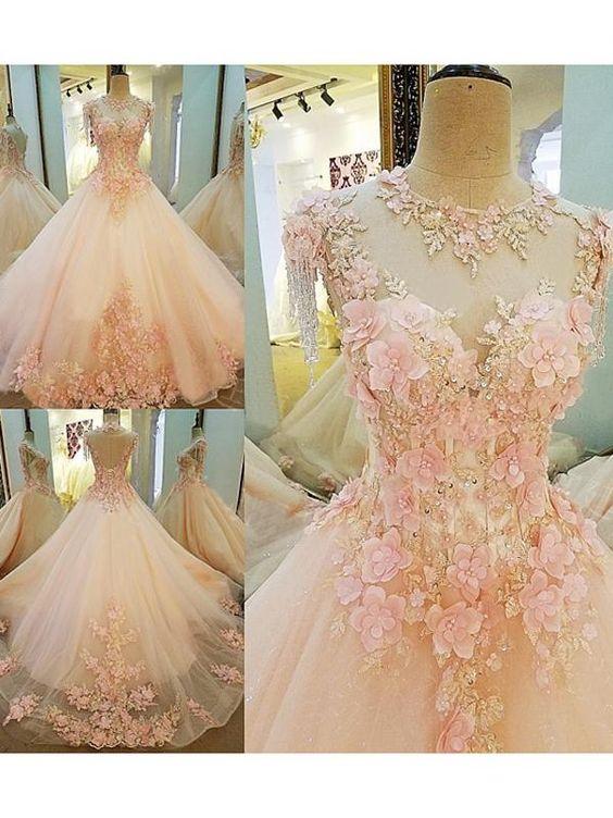 бална рокля с флорални декорации
