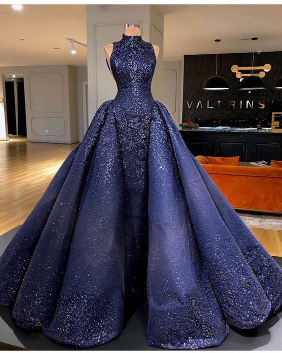 дълга синя рокля за бал