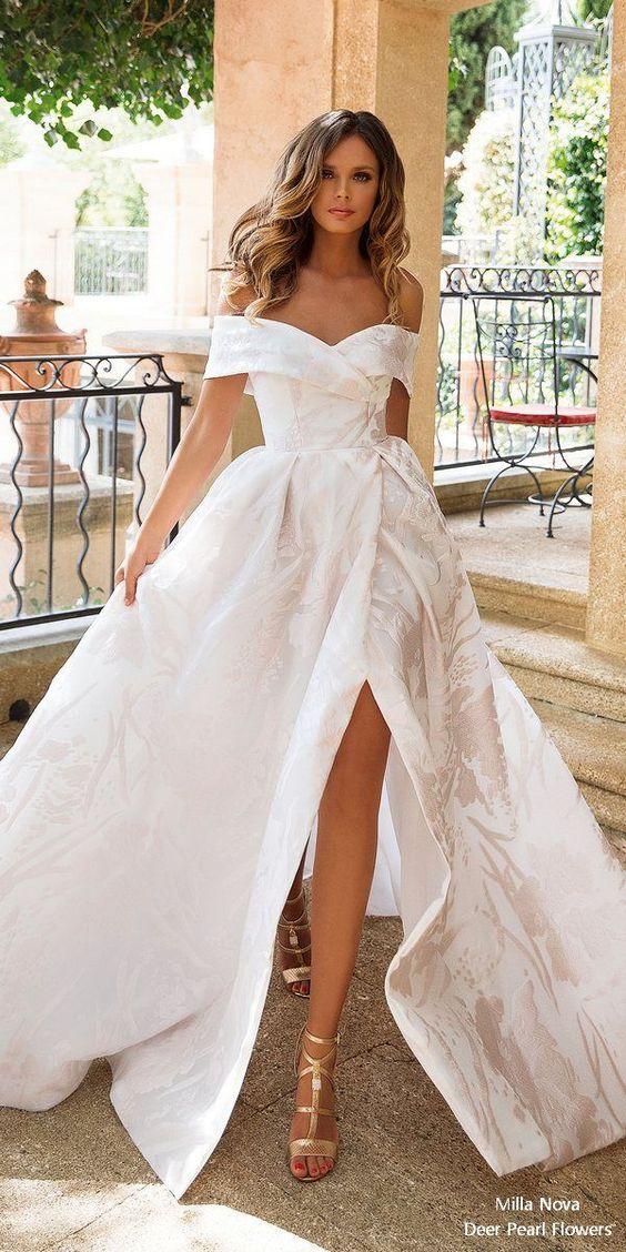 секси бяла бална рокля с цепка