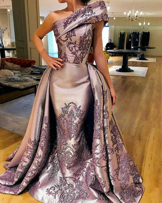 елегантна светлолилава рокля за бал с бродерии тип дантела