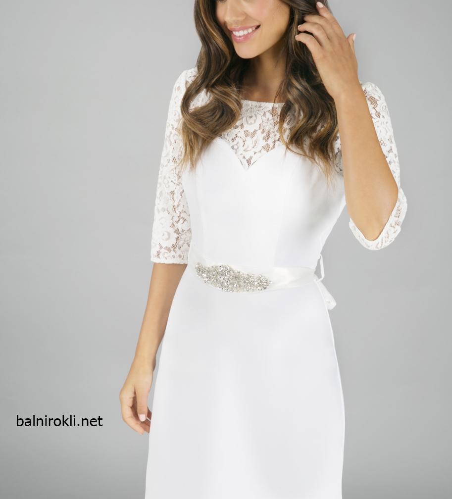 дълга бяла официална рокля дантела
