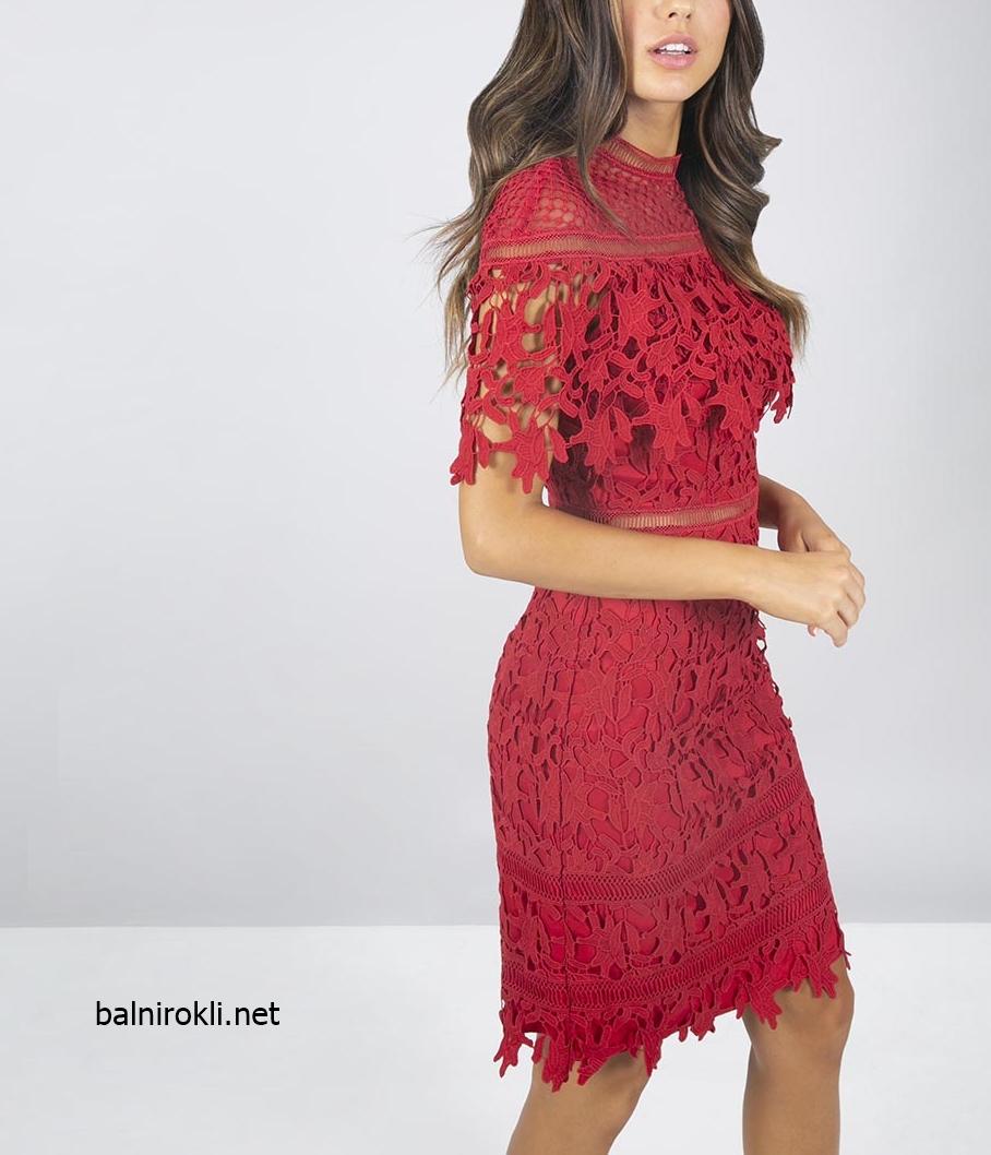 елегантна къса дантелена червена рокля