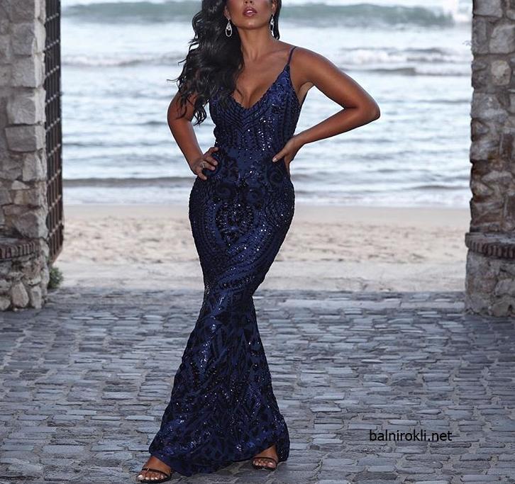 елегантна дълга синя блестяща рокля с гол гръб