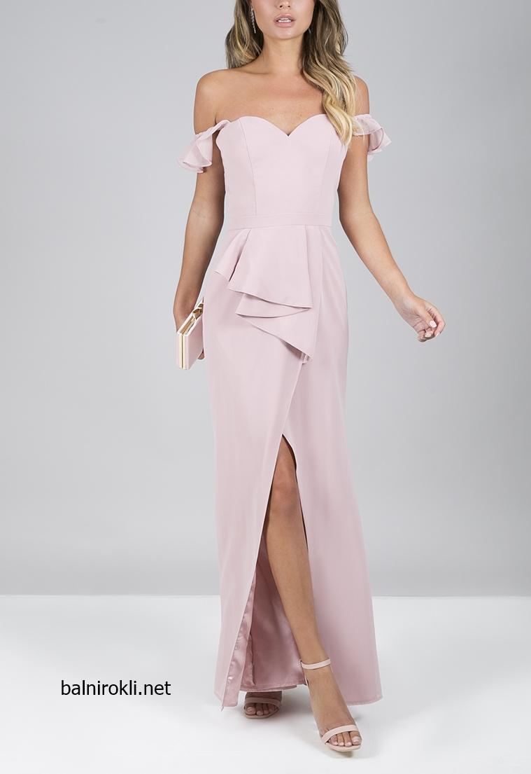 дълга елегантна розова рокля цепка