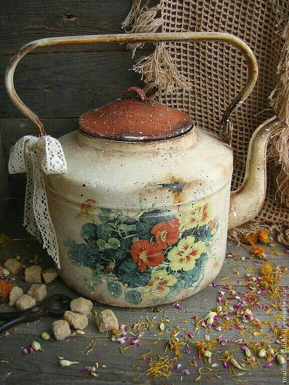 декупаж на стар чайник