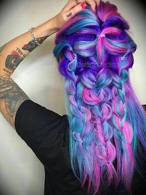 цветна прическа лилави кичури и сини и розови кичури