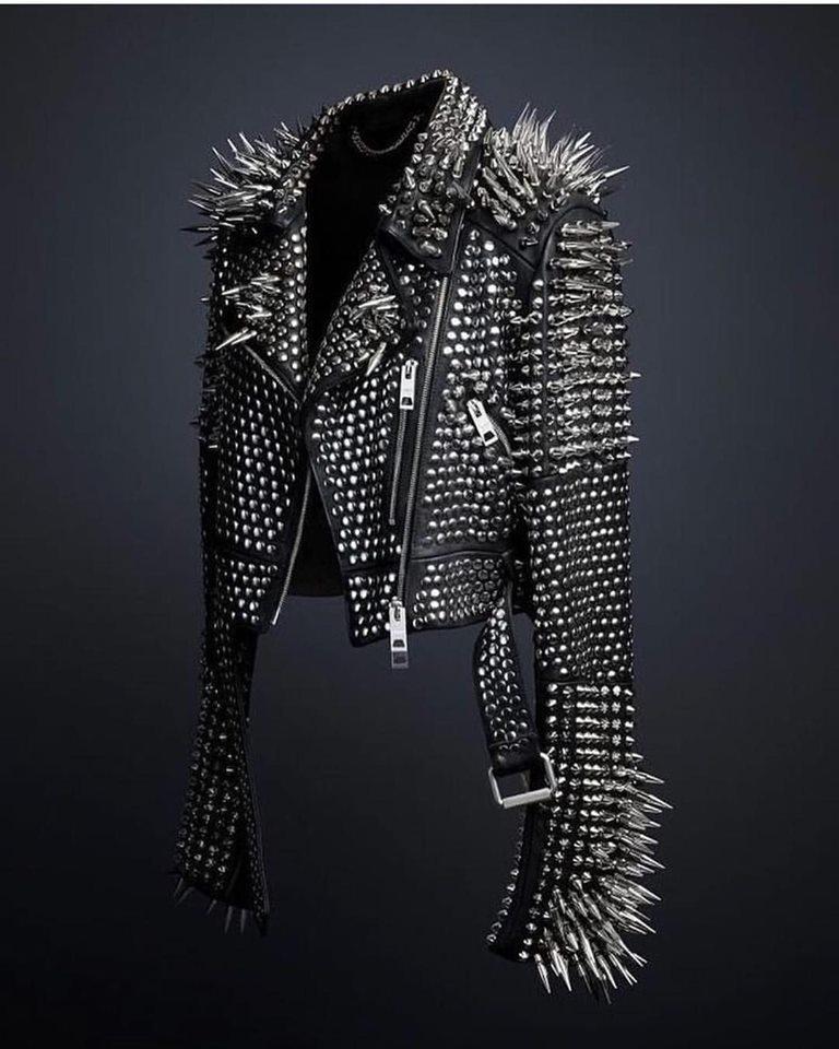 Черно кожено яке с декорации