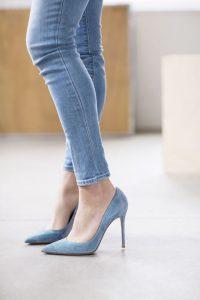 модерни сини обувки с висок ток