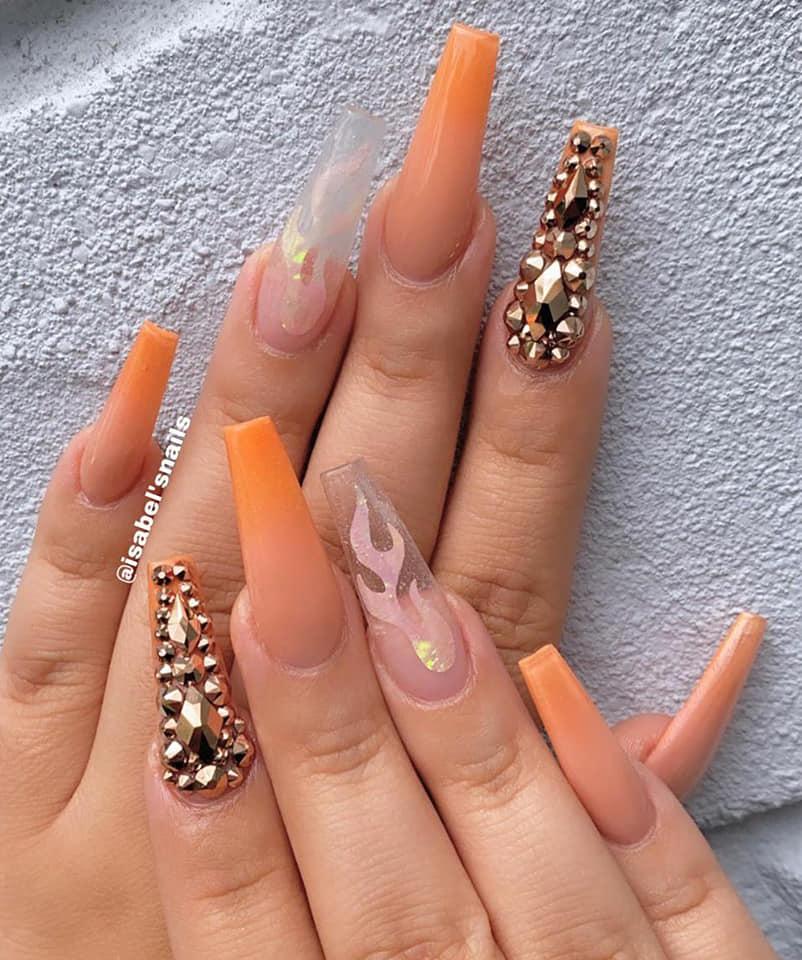 розово оранжев маникюр с диаманти