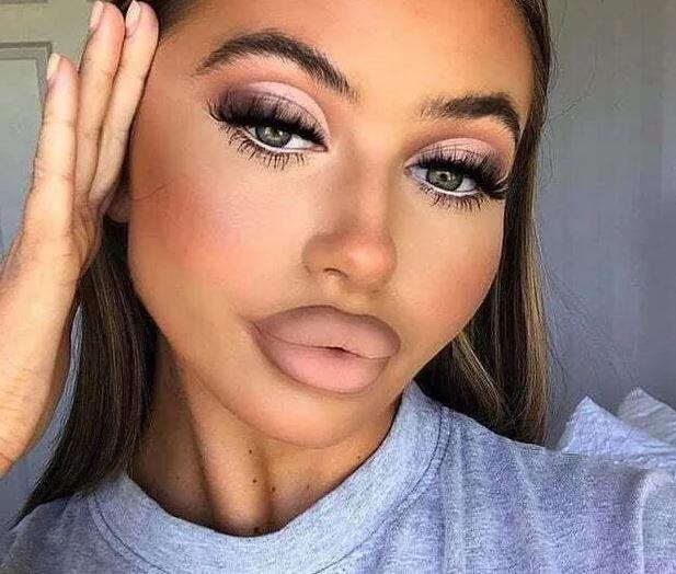 """""""Телешки устни"""" - нова тенденция , която бързо набира популярност"""