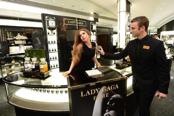 Лейди Гага  Семпла Черна Дълга Вечерна Рокля