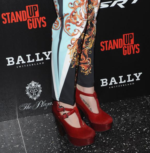 Елегантни Червени Обувки с Платформа