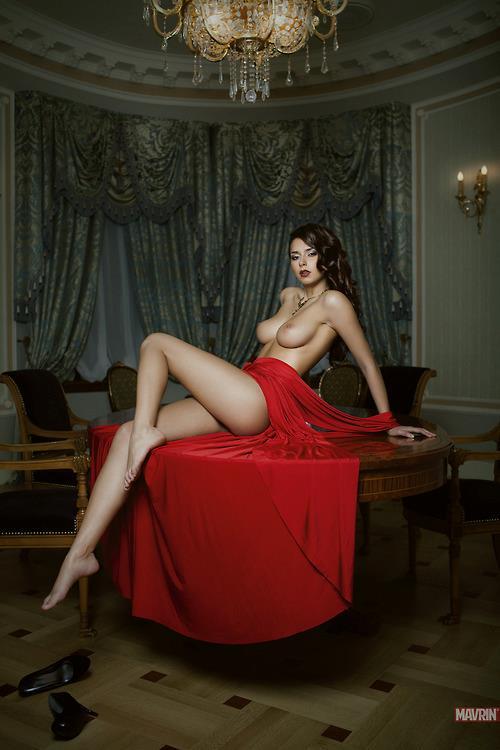 червени рокли