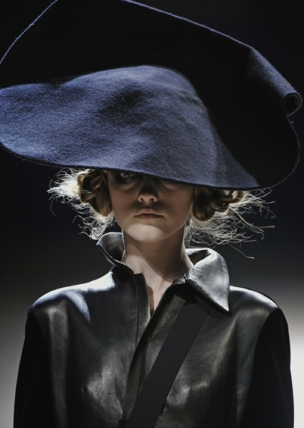 модерна шапка