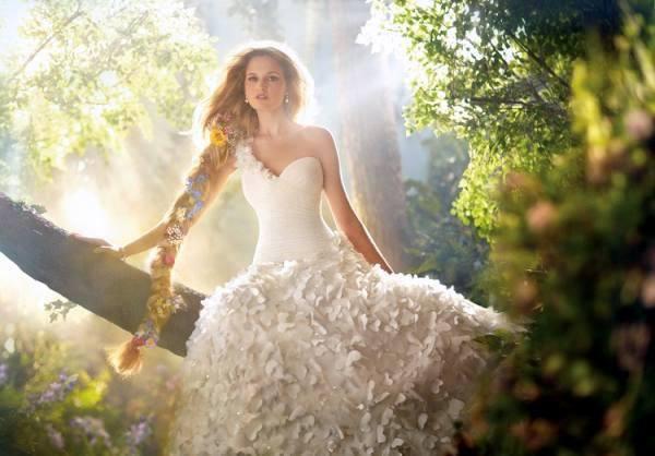 бяла дълга романтична рокля