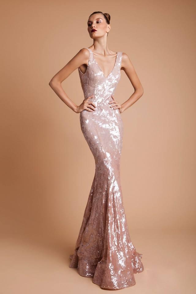 дълга сребриста рокля за бал